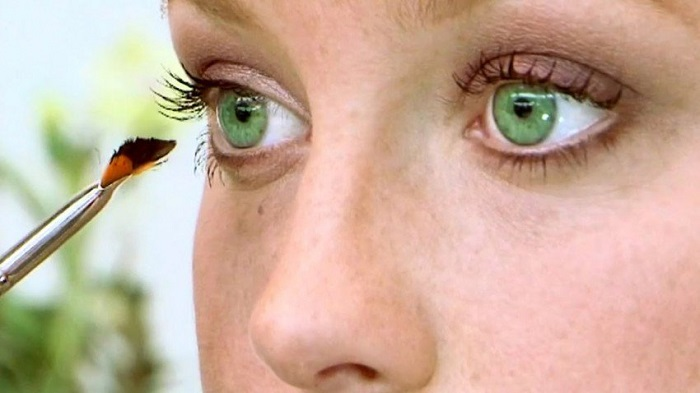 Photo Credit: http://www.fansshare.com/gallery/photos/16560149/eye-makeup-tips-for-green-eyes-eyes/?displaying